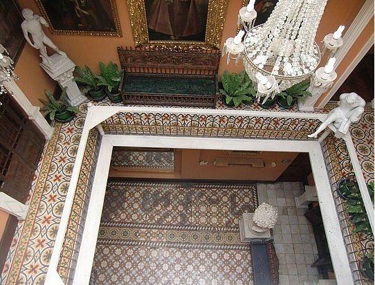 Hotel España, es un aloamiento de calidad a un precio accesible, esta ubicado en pleno centro de Lima.
