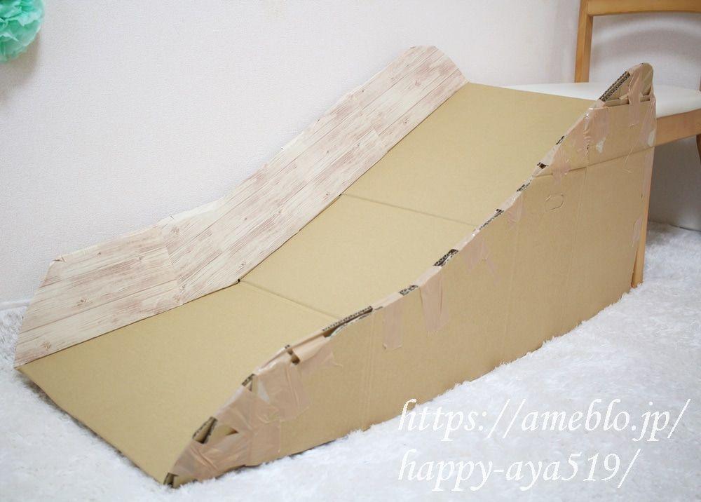 滑り台 作り方 段ボール 【大興奮!】おうちの階段に、段ボール滑り台をDIY!|コドモ時代