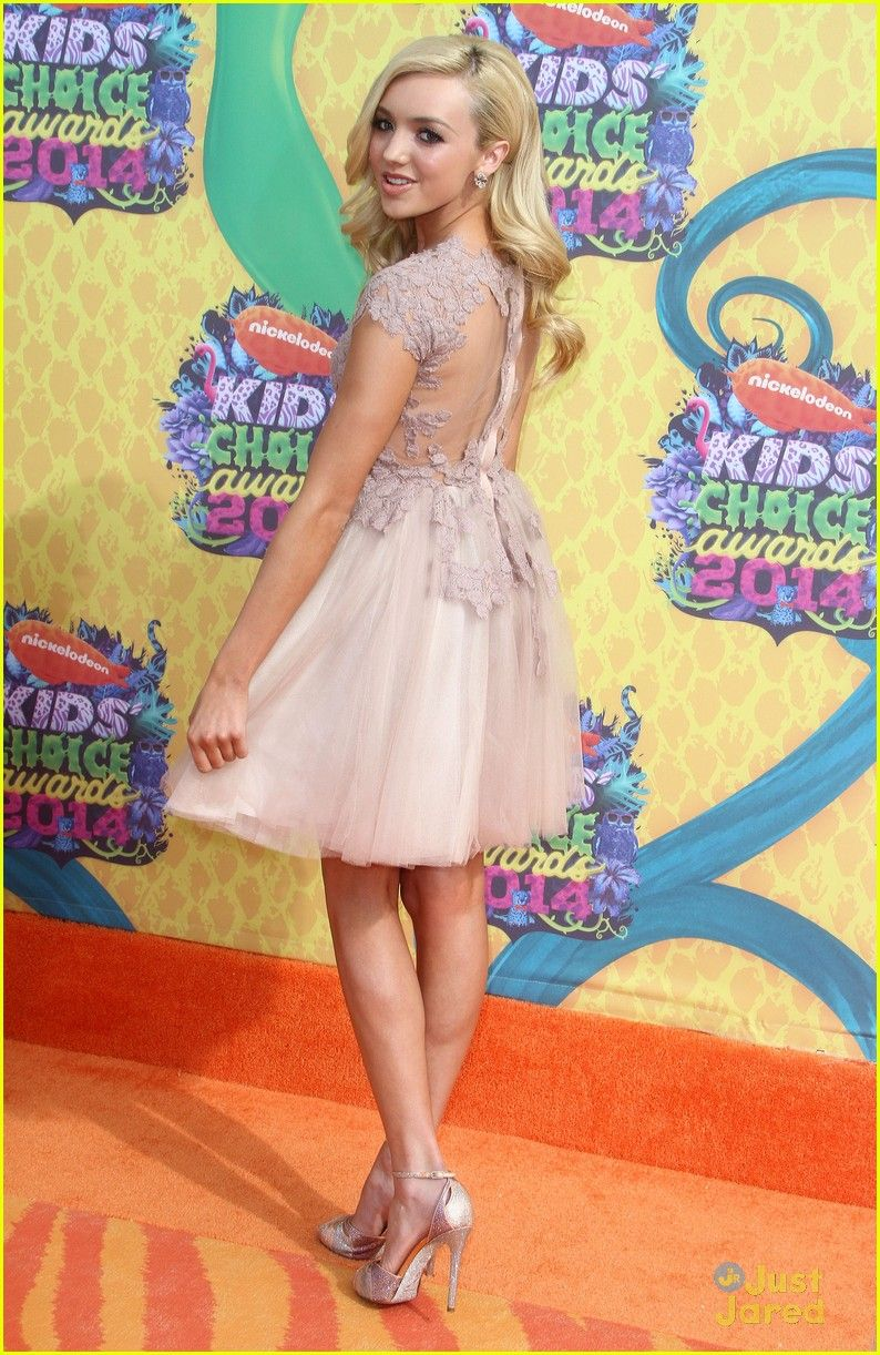 peyton list kelli berglund pretty in pink at kids choice awards 201401