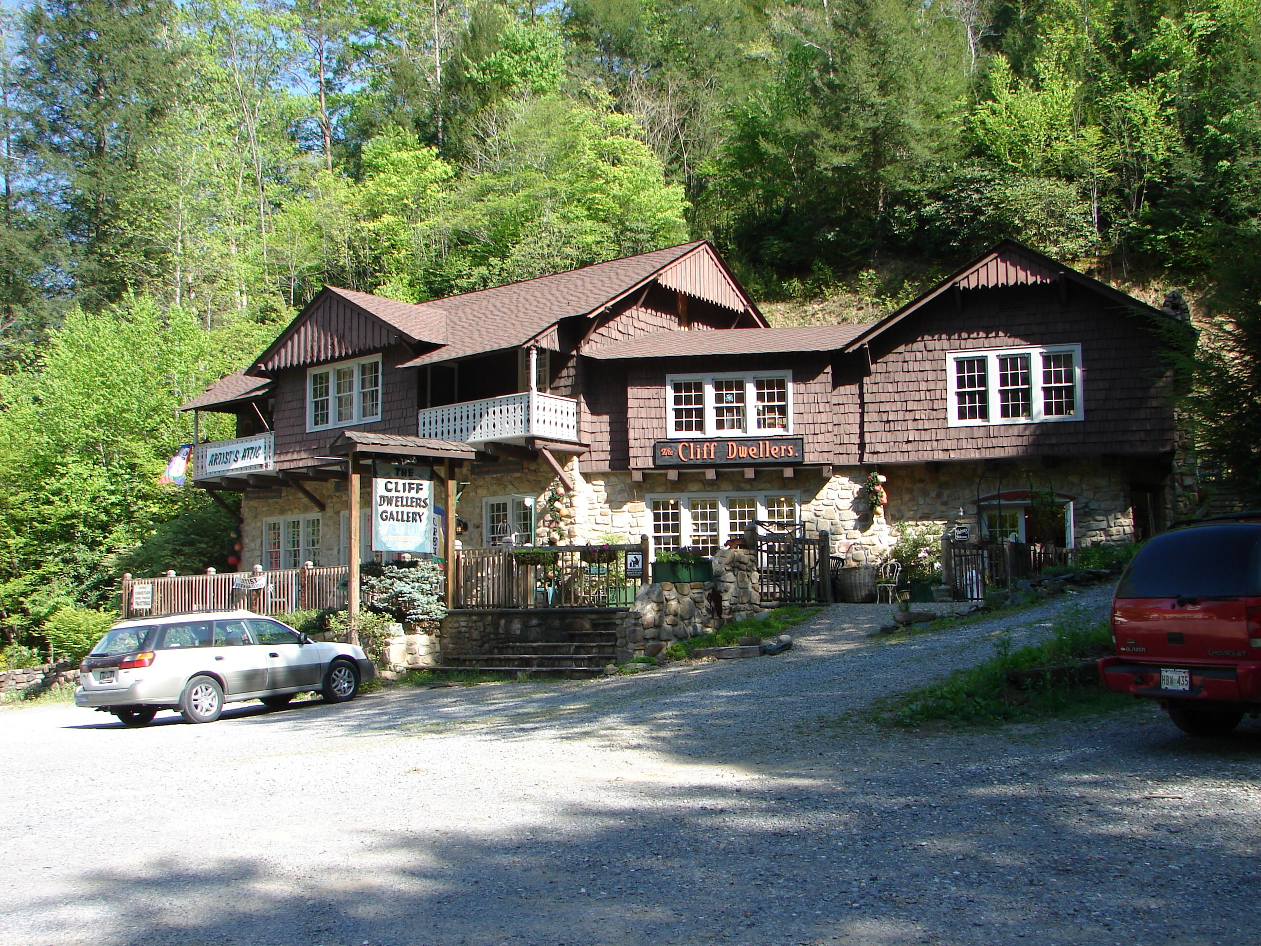 since historic mountain pin tn cabin escape rental gatlinburg cabins owner times local past to featuring dwellers smoky building gallery pat crafts cliff art kirchhoefer gatlingburg fine