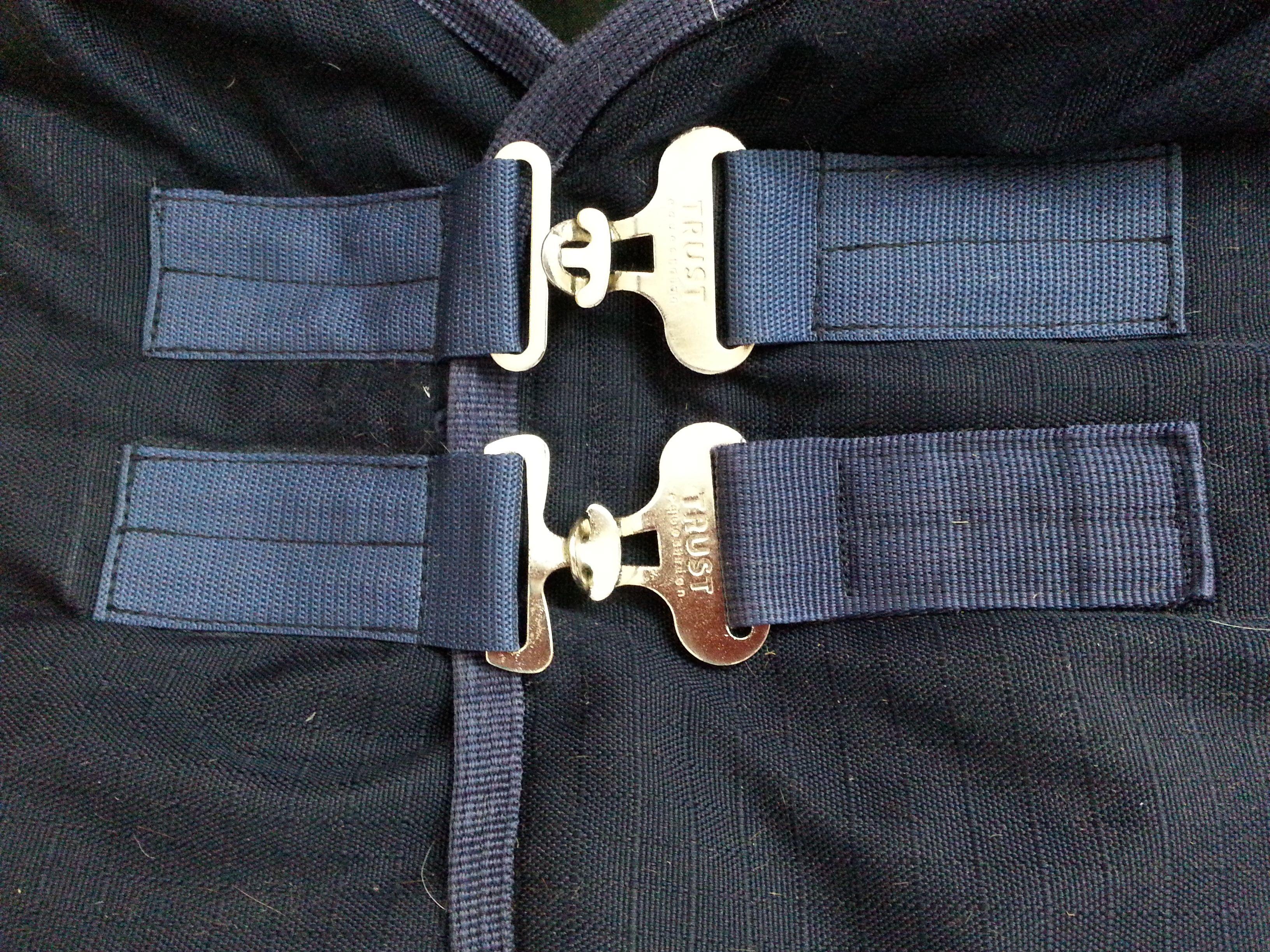 Horse corner; New buckles and straps sewn/ Pferdeecke; Neue Schnallen und Gurte genäht
