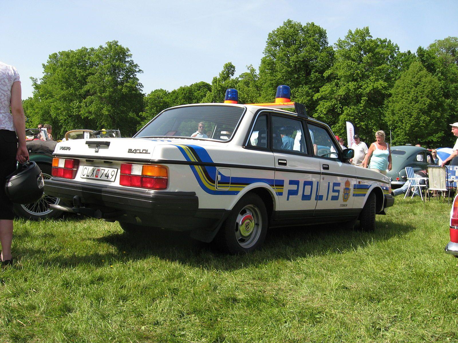 Volvo244GL-policecar 1988