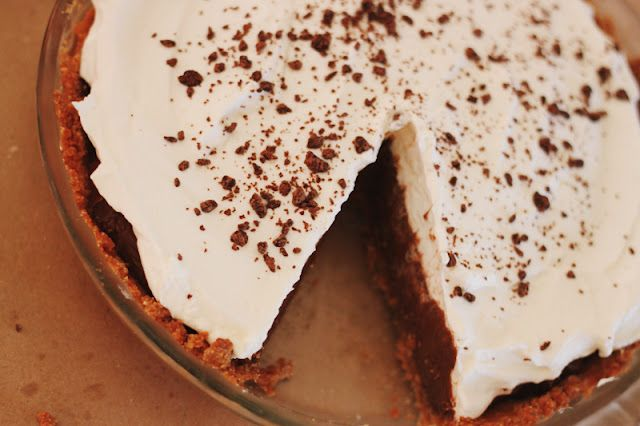 Use Udi's #glutenfree Snickerdoodle cookies to make the crust for this Chocolate Pudding Pie | #WhatTheHack