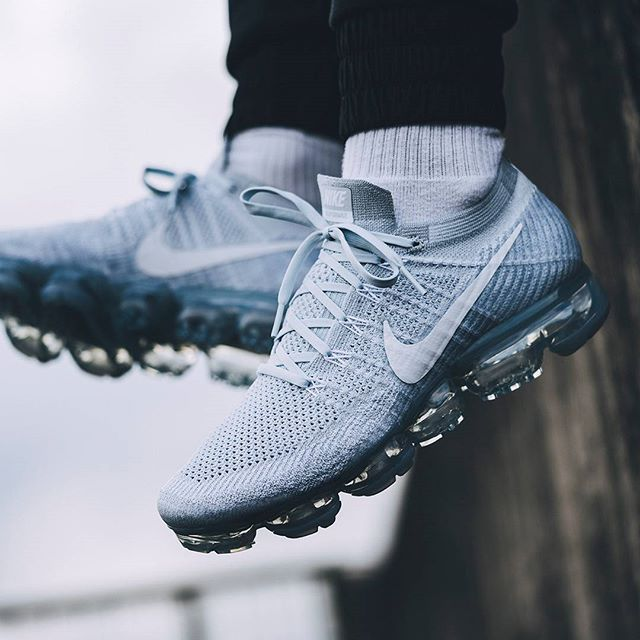 eb4a9c6fd3be2  Pure Platinum  pleasure  solebox hanging those VaporMax Air soles in the  breeze.