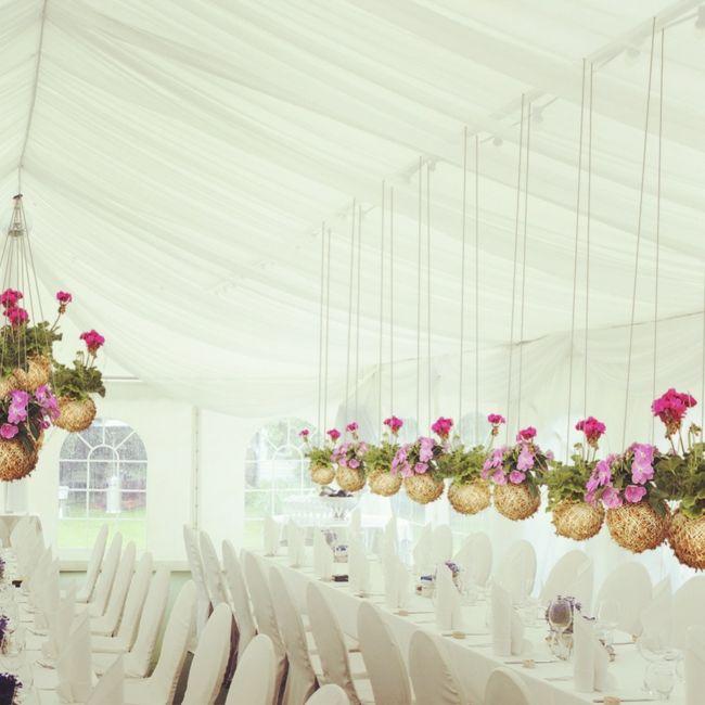 Pflanzgefäße aus Moos und Faden dekorieren Haus und Garten