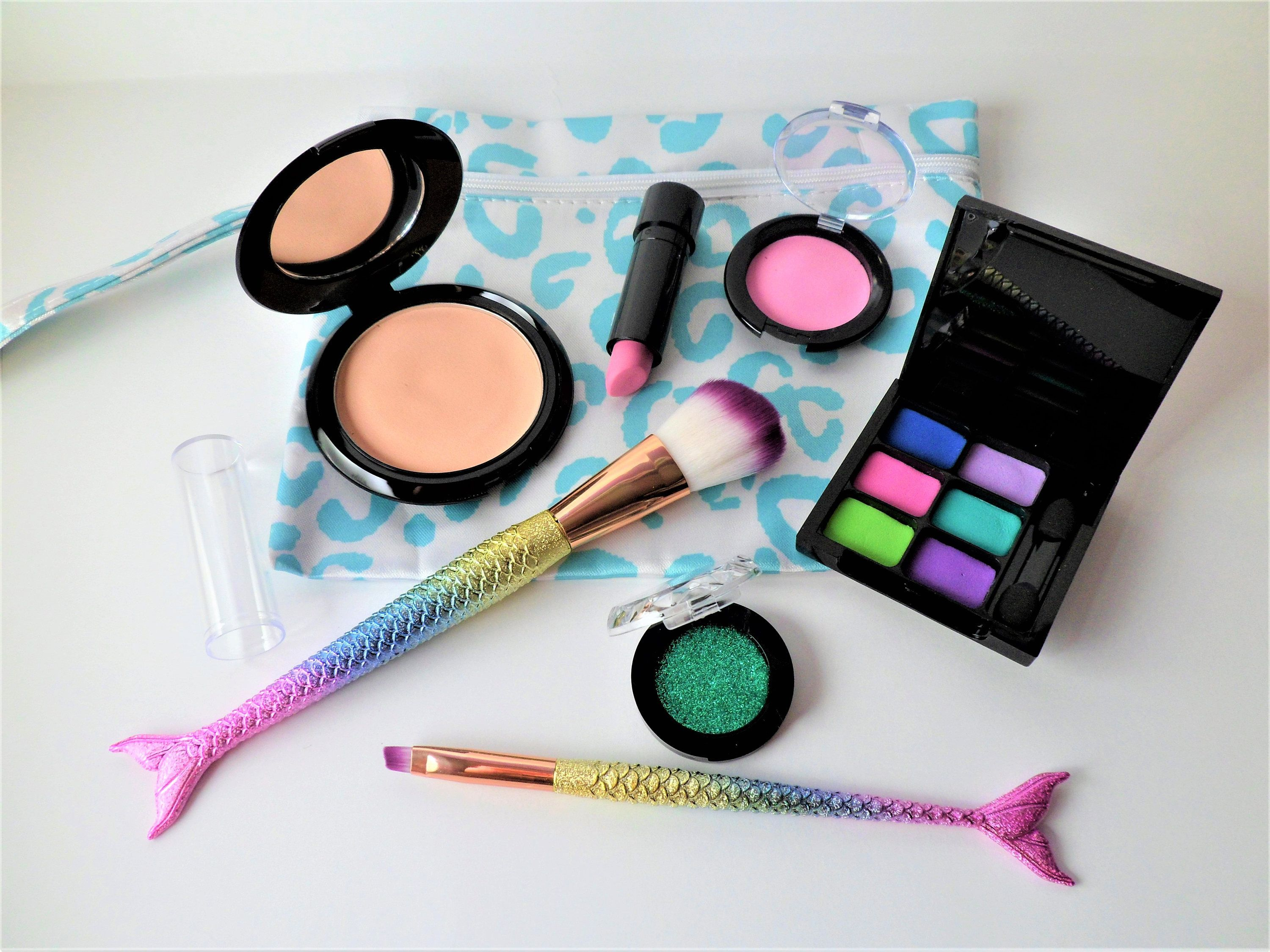 Pin by Wish United on Beauty (With images) Makeup kit