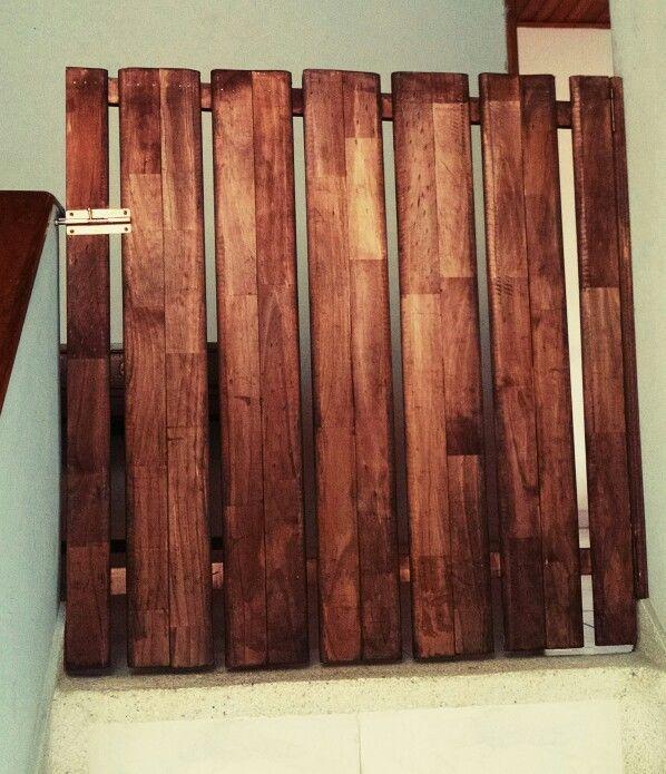 Puerta de seguridad para ni os en escaleras muebles de - Puerta escalera ninos ...