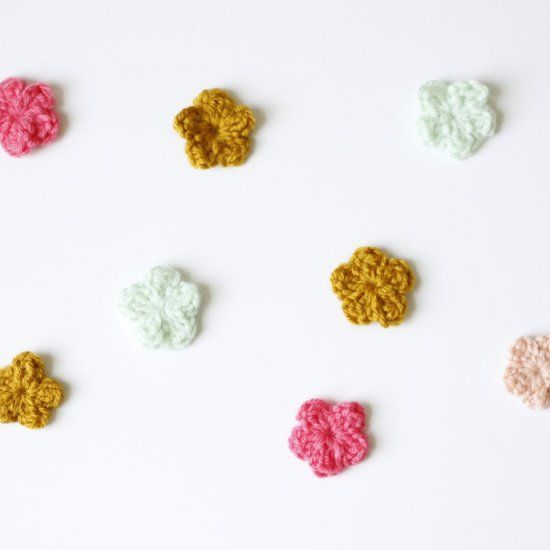 A Simple Crochet Pattern To Make Tiny One Round Flowers
