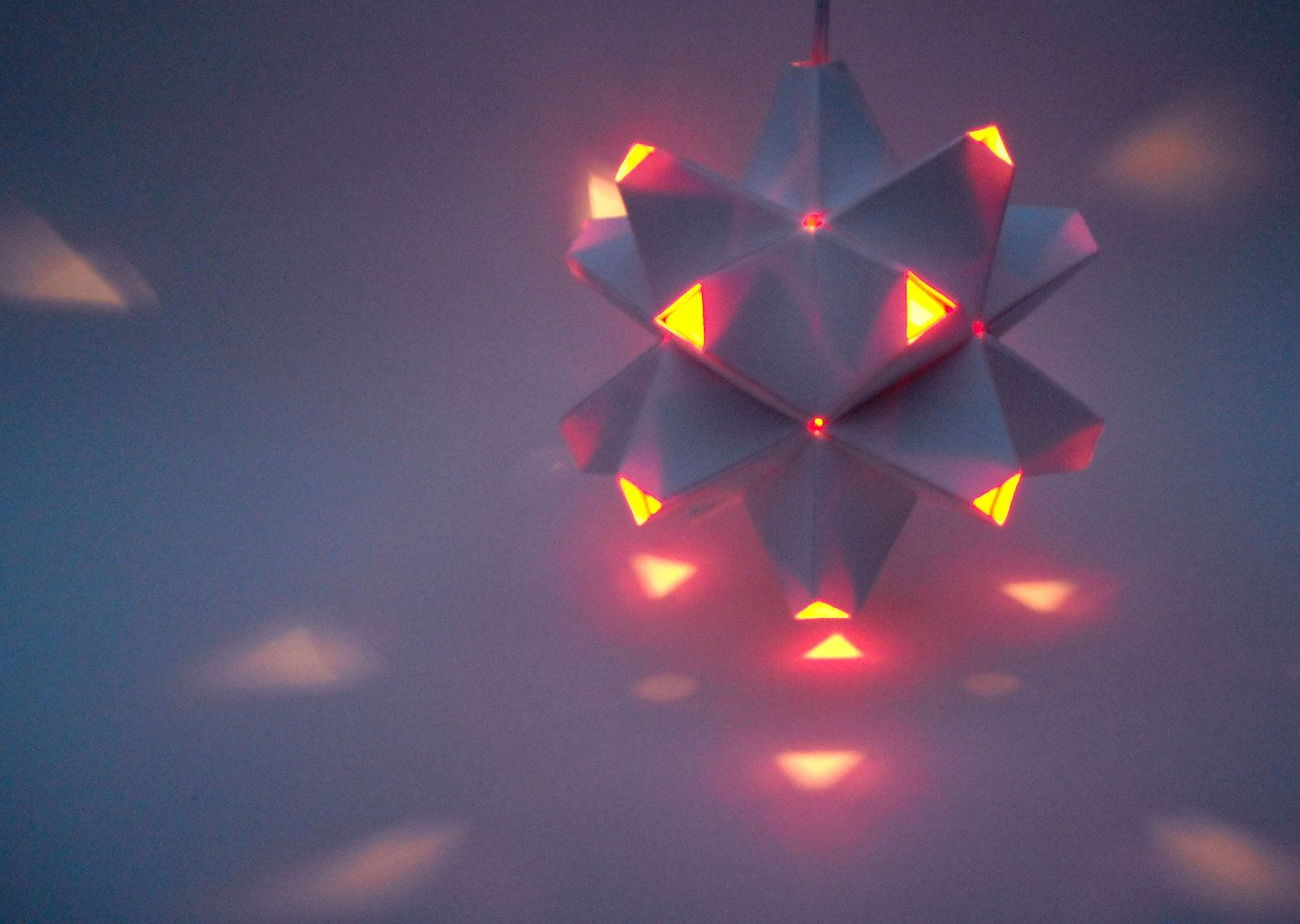 Lampada Origami Di Edward Chew : Paper origami lamp white and orange sides polyhedra