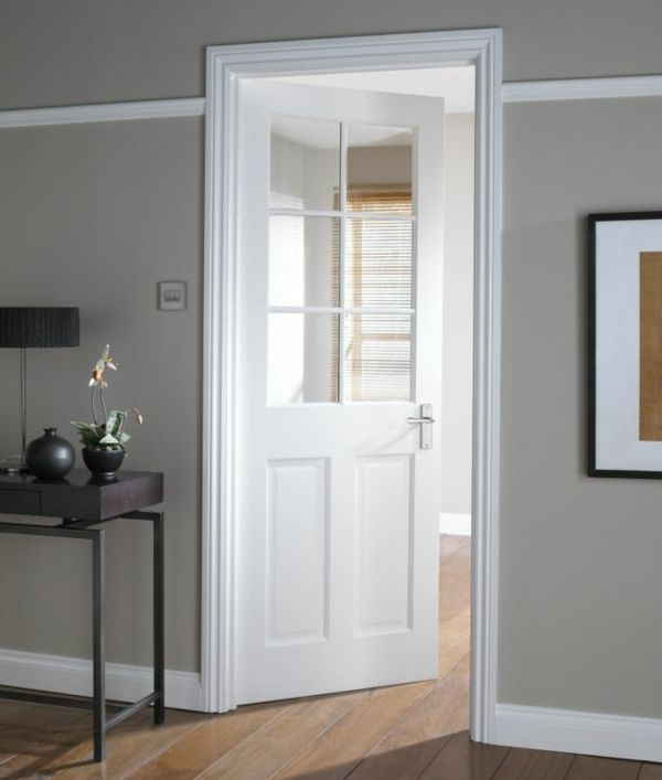 mit dezenten farben kann eine zeitlose wei lack t r ganz einfach in szene gesetzt werden. Black Bedroom Furniture Sets. Home Design Ideas