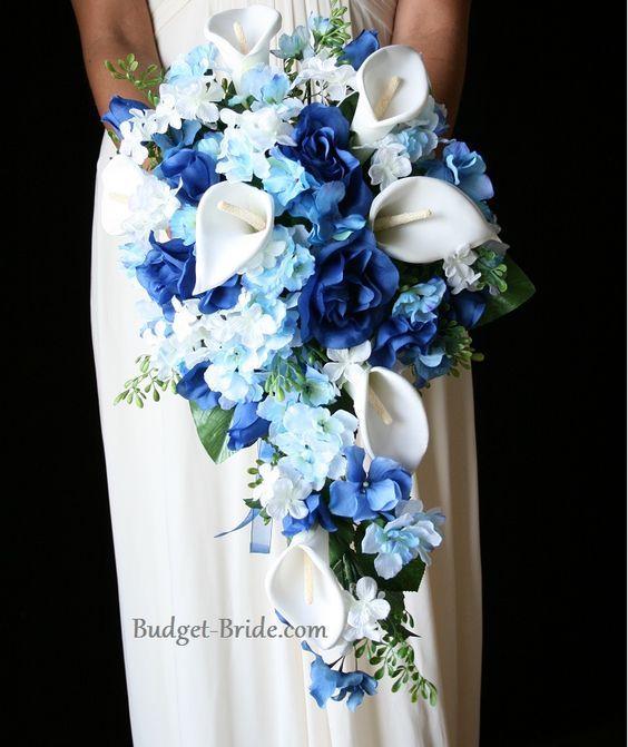 Bouquet De Fleurs Bleu Pour Le Mariage En Cascade Avec Des