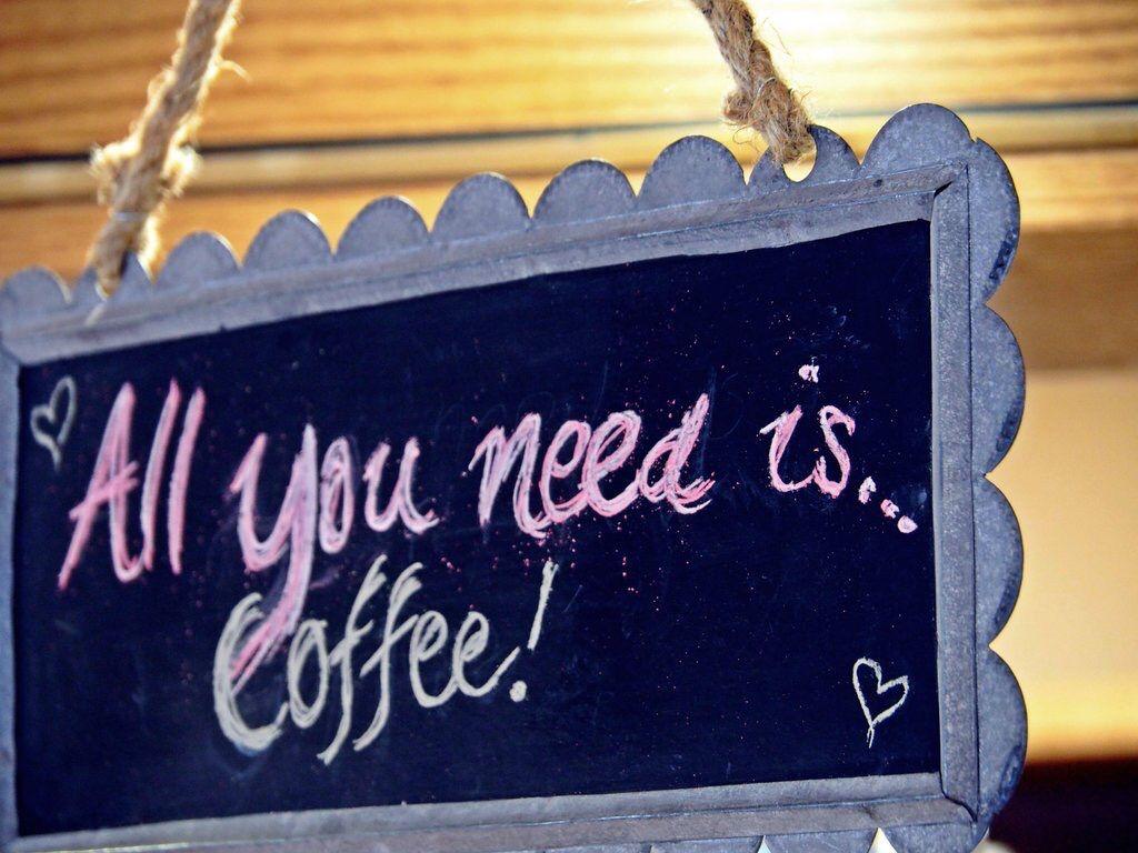 Vaikka ihminen ei muista, hän tuntee. Tuntee ja maistaa kahvinkin. Se on tuttua, se muuttaa ilmeen. @AavaHyvaVanhuus. Hartolassa, Ravintola Kar de Mumma ja helmikuun alku.
