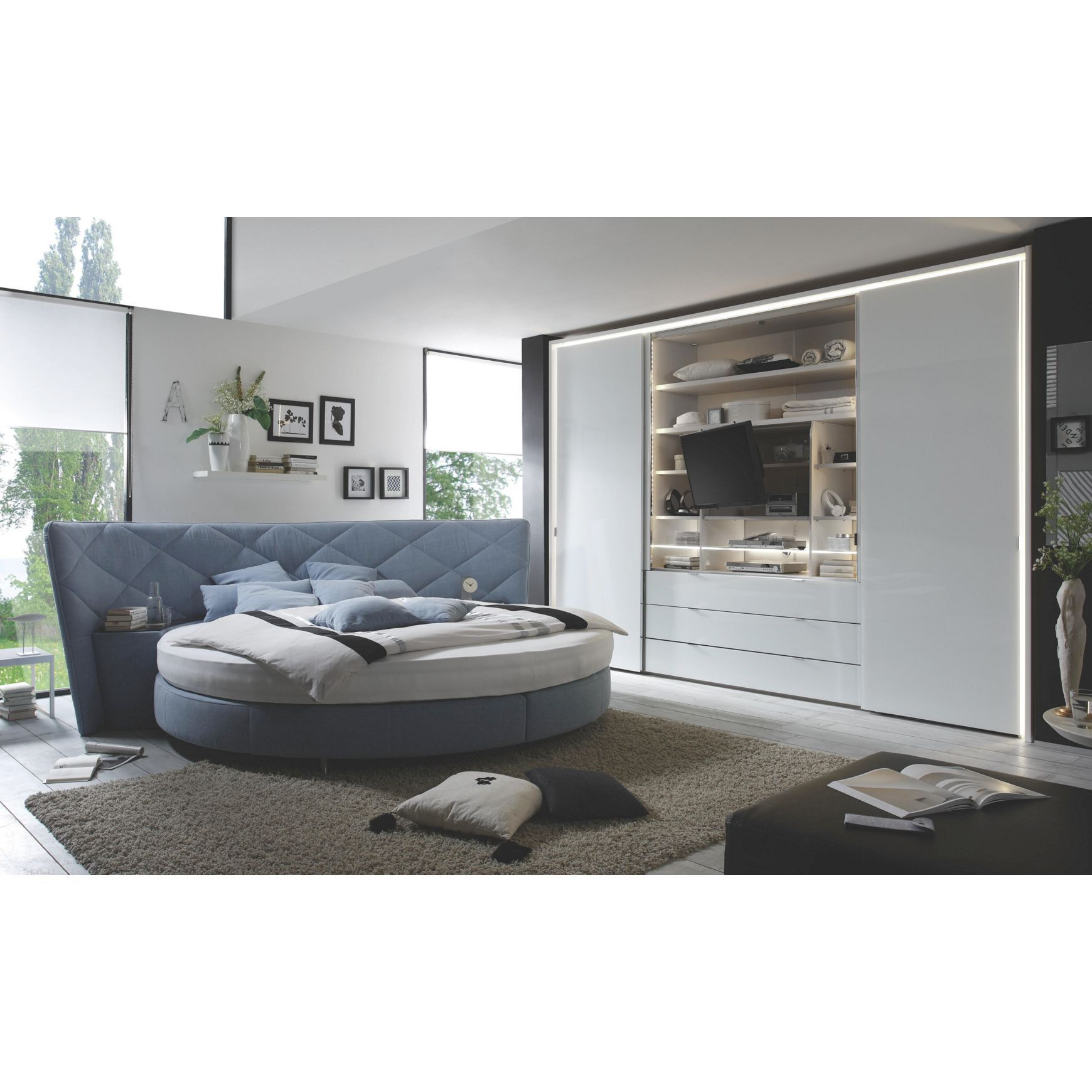 au ergew hnliches boxspringbett in hellem blau boxspringbetten pinterest boxspringbett. Black Bedroom Furniture Sets. Home Design Ideas