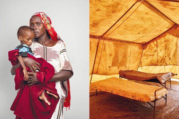 Habiba Ali, 23 anos, com o seu filho, Hassan Farah. Após dois anos de seca e fome, partiram da sua vila Bu'aale, na Somália, numa carroça puxada por um burro. Como tantos outros refugiados em viagem, também eles foram atacados por bandidos no caminho. Ela nada tinha para lhes dar, por isso incendiaram-lhe o carro. Sem outro meio de transporte, Habiba e o seu filho viram-se forçados a caminhar durante 30 dias para chegar a Dadaab.