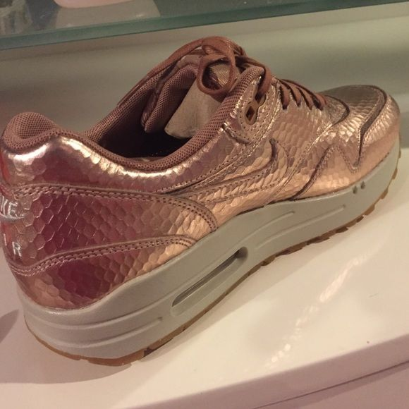 Gold Rose Air Max 1 Rose gold snake skin Nike Air Max gym