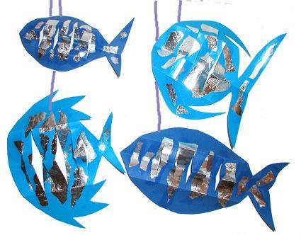 Mobile poissons bleus petit poisson dans l 39 eau deguisement poisson petit poisson et tete a - Poisson avril maternelle ...