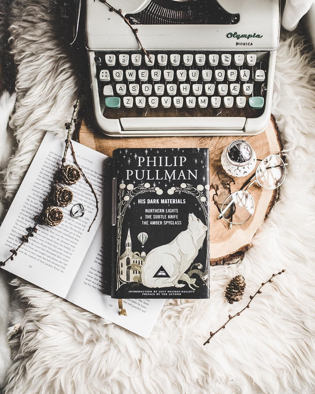 Today's post will be my review of the His Dark Materials series by Philip Pullman! This was my first read of 2019, and will very likely end… #hisdarkmaterials