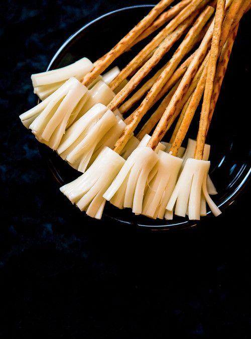 Halloween broomsticks balais de sorci re bretzels au - Recette dessert halloween ...