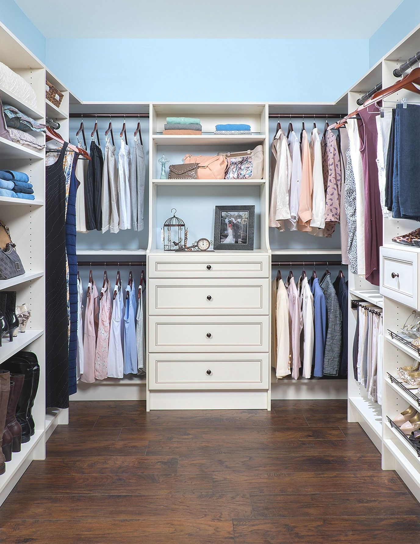 Simple Ways Make Your Walk-in Closet Look Very Chic #homedesigntips #homedecorationideas #homedesignideas #hometips #homecare #homedecorating #home