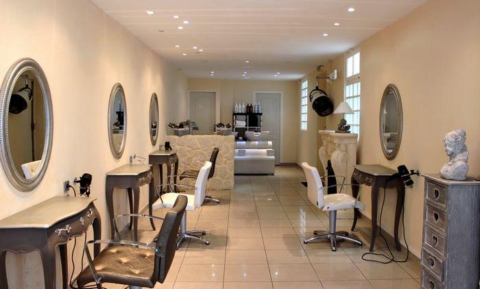 LITTLE COSY / Un salon de coiffure mignon et raffiné