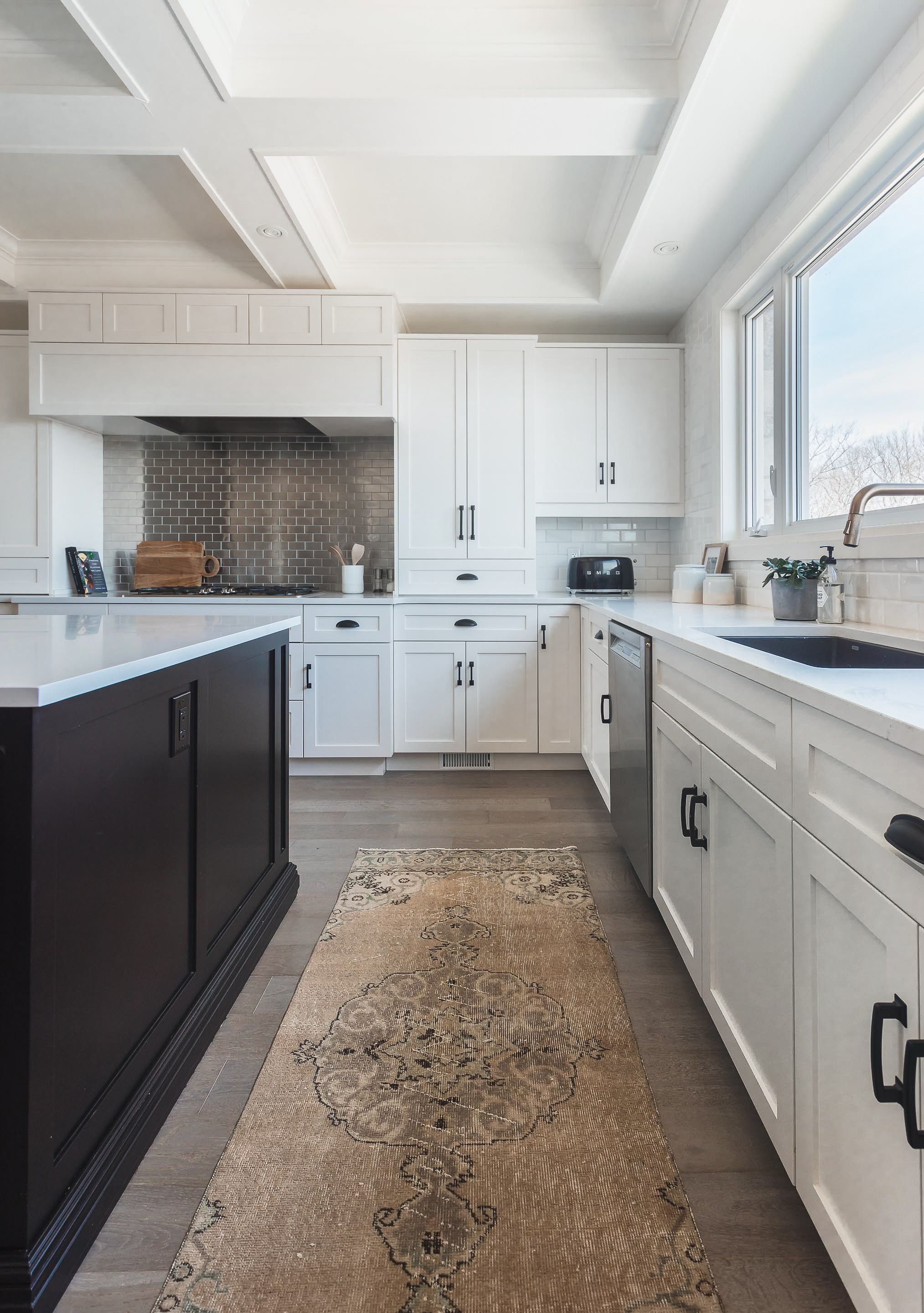 Niagara Project Entry Dining Kitchen And Living Coco Jack In 2020 Home Kitchens Kitchen Architectural Pieces