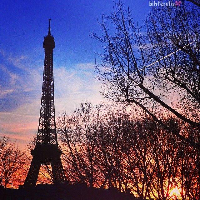 Photo taken by bihterelis via Instagram.  #eiffeltower #latoureiffel #paris #france http://instagram.com/p/kmXw5_RTmP/