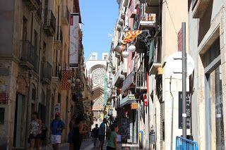 andreessroes fotos: Esta es una calle de Tarragona que va a dar a la c...