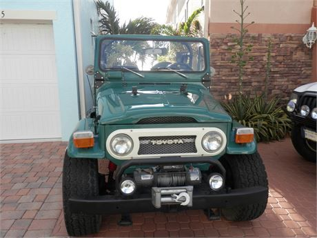 1975 tOYOTA LAND CRUISER fj 40 WITH A 350 CHEVY ENGINE