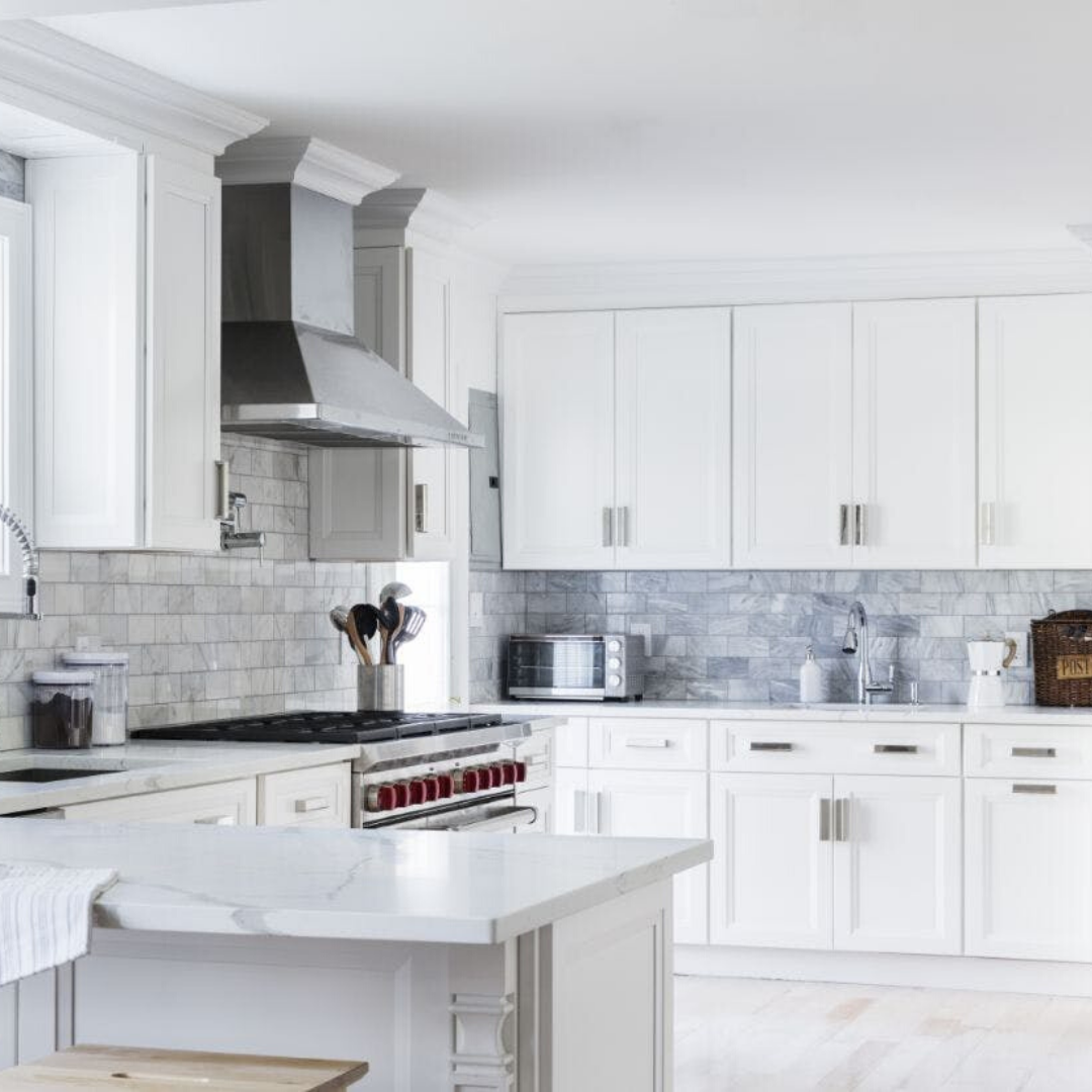 The Onyx Frost Cabinets Offer A Refreshing Blend Of Elegance And Style Bringing An Upbeat Vibe To Any Kitc In 2020 Fabuwood Cabinets Kitchen Design Building A Kitchen