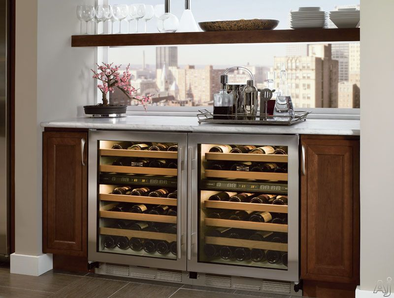 Separate Butler Area Built In To Storage Side For Extra Wine Also Love Cabinet Color Beverage Center Beverage Refrigerator Kitchen Beverage Center
