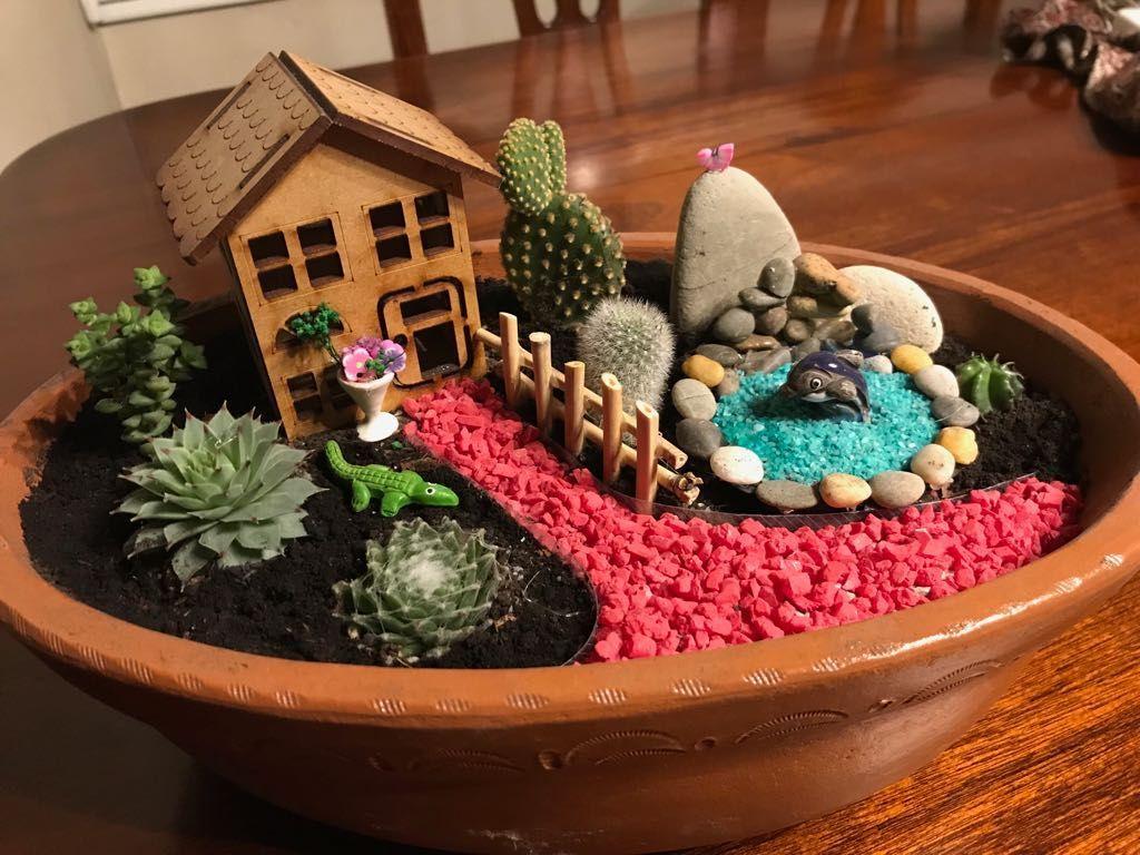 60 Beautiful Fairy Garden Design Ideas For Summer Etli Yaprakli Bitki Duzenlemeleri Minyatur Bahceler Ev Icinde Bitki Bakimi