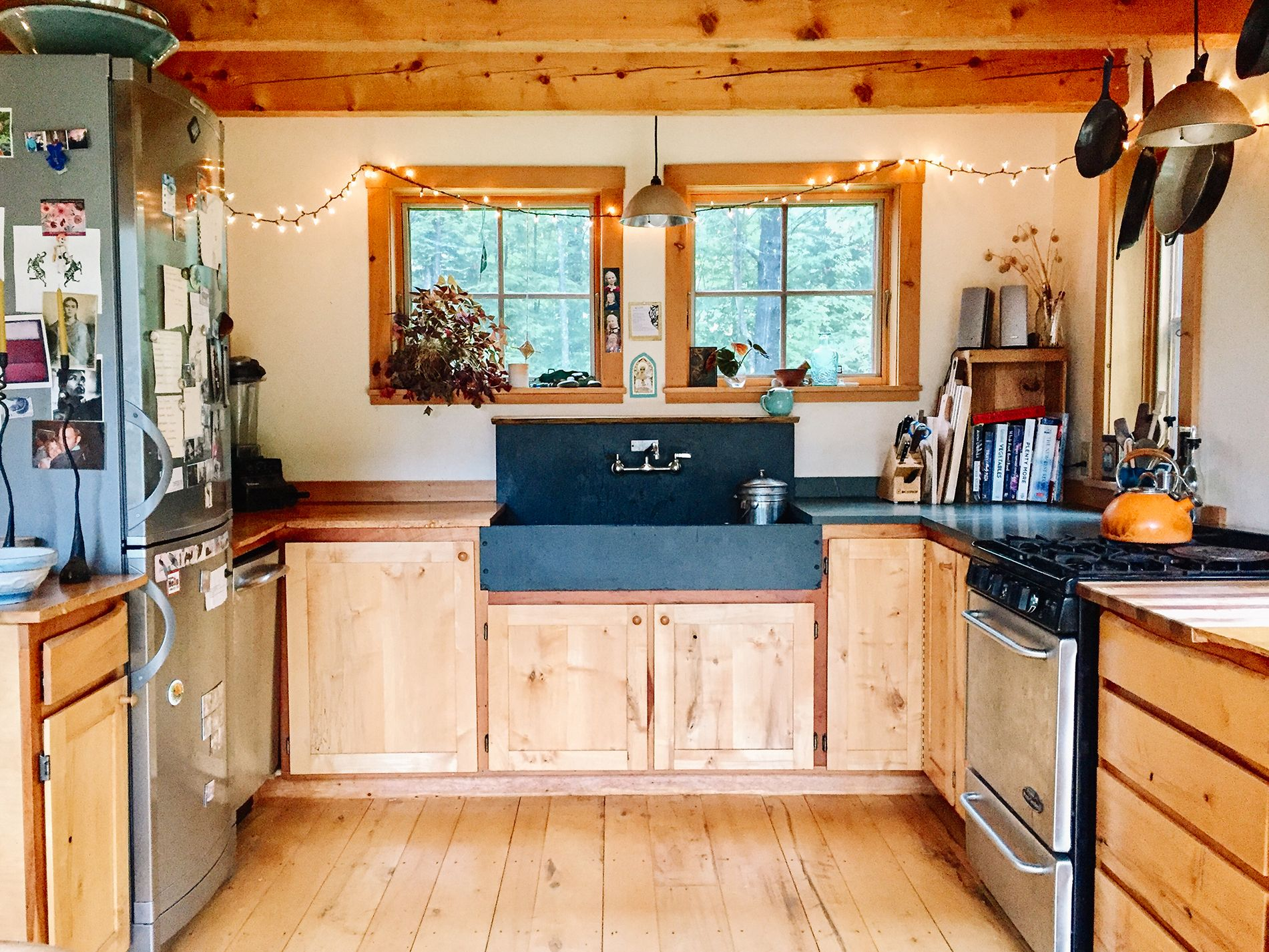 A Vermont Cabin Built By Hand To House A Family S History Cabin Interiors Minimalist Home Decor Cabin Kitchens