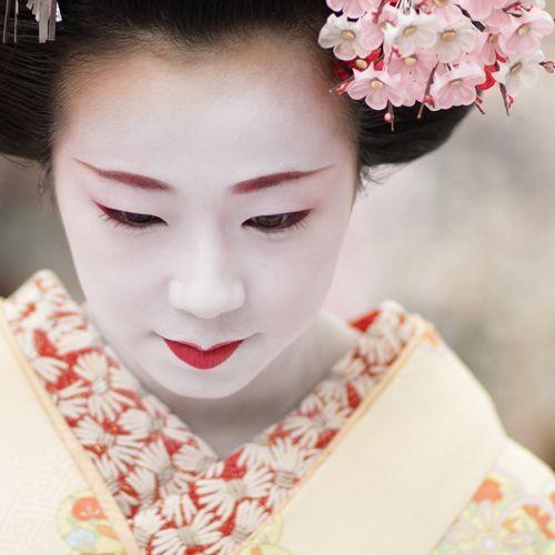 Modern geisha lifestyle