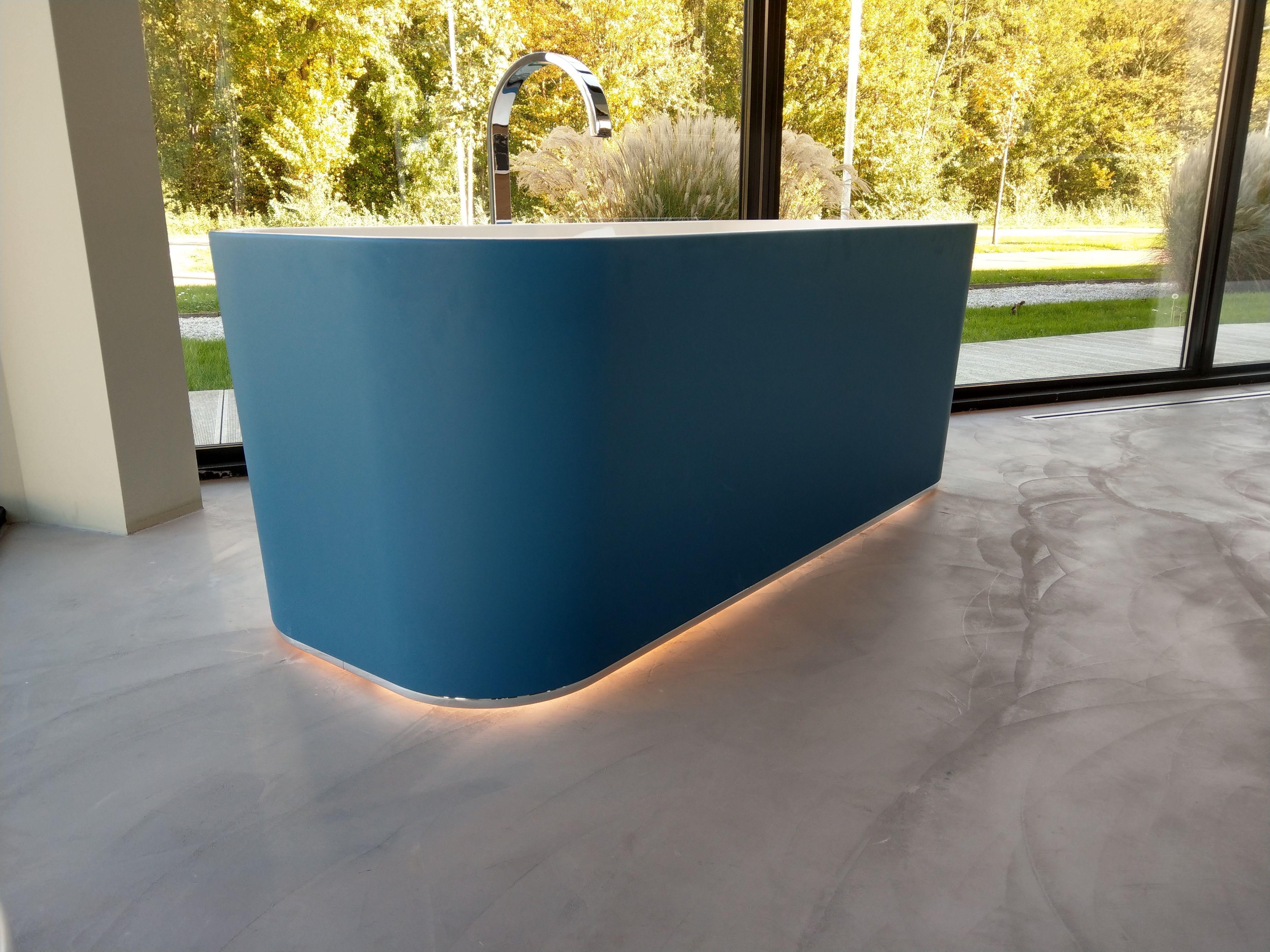 ligbad villeroy boch finion in unieke two tone kleur met led verlichting onder