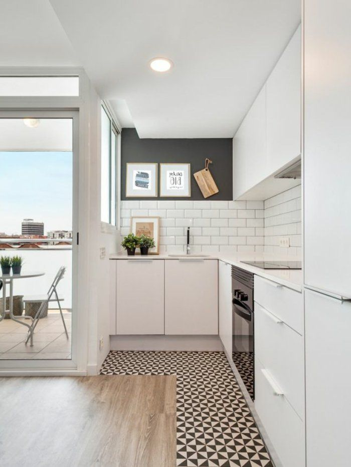 1-jolie-et-moderne-cuisine-avec-sol-en-mosaique-noir-et-blanc ...