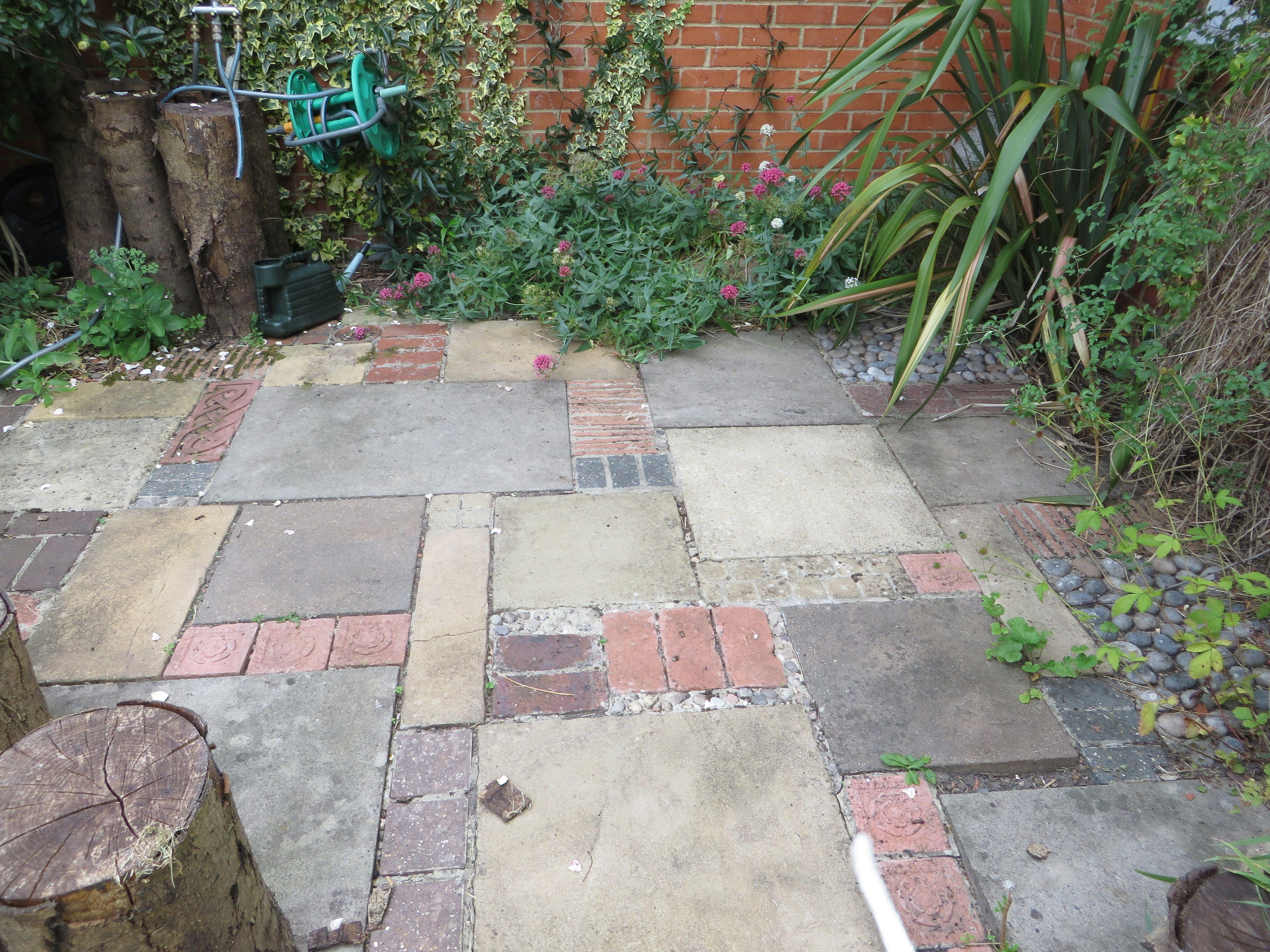Patio With Inspiration From Geoff Hamilton Backyard Landscaping Garden Plants Design Garden Floor