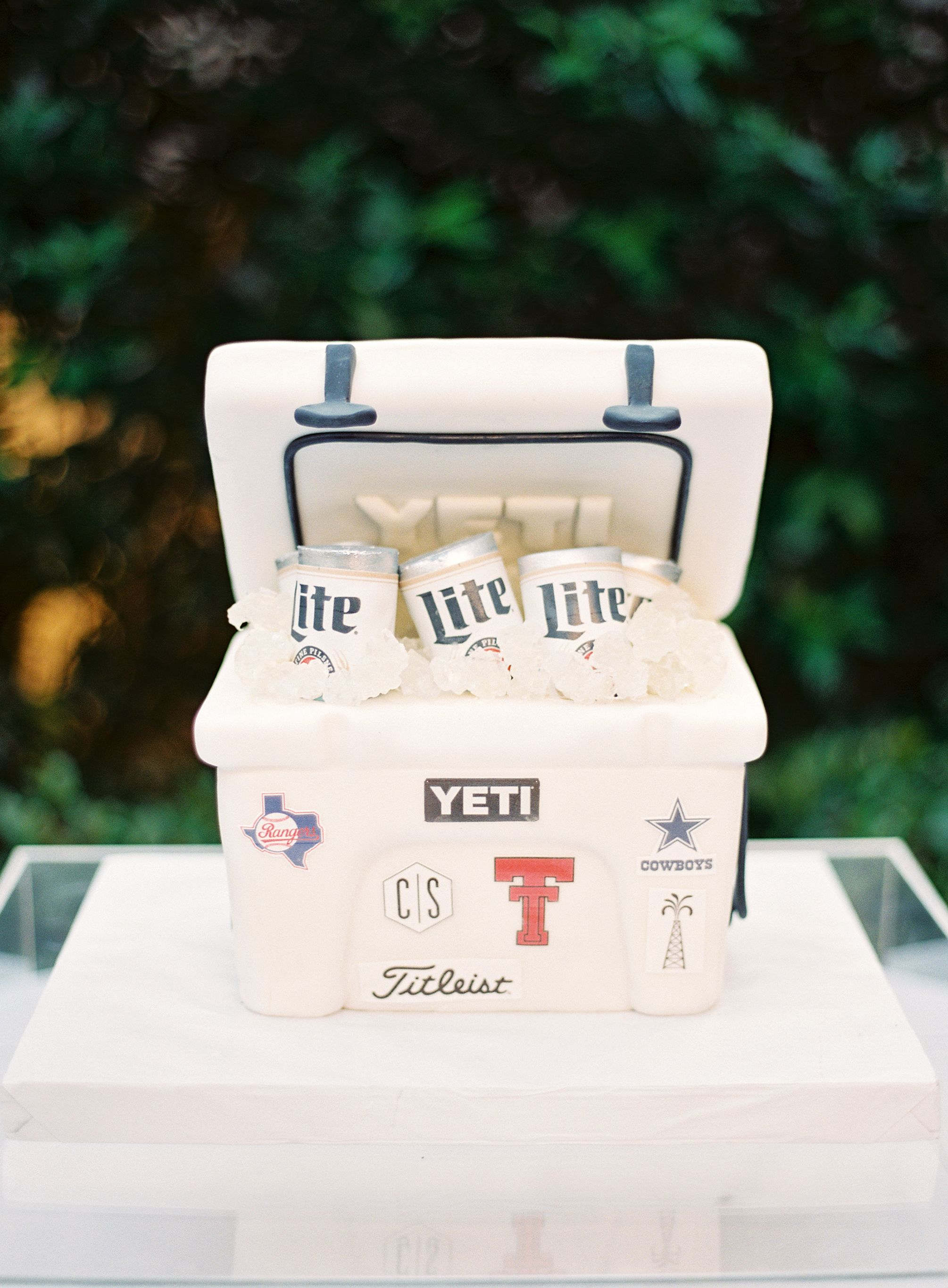 Such a fun idea for a groom's cake!