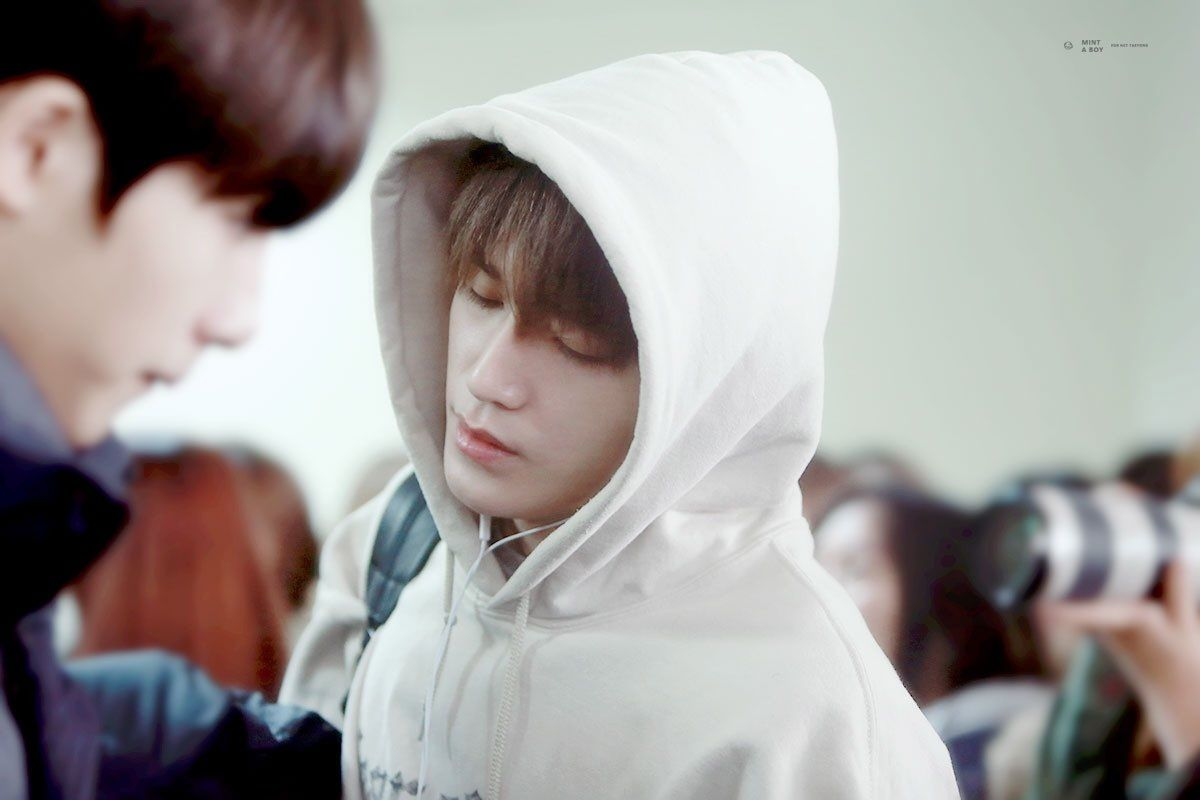 taeyong looks so sleepy