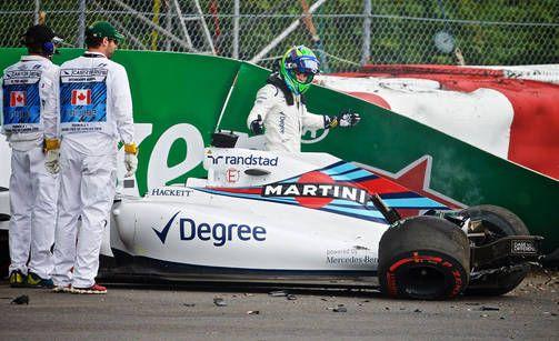 Felipe Massan Williams pysähtyi seinään Kanadan GP:n harjoituksissa.