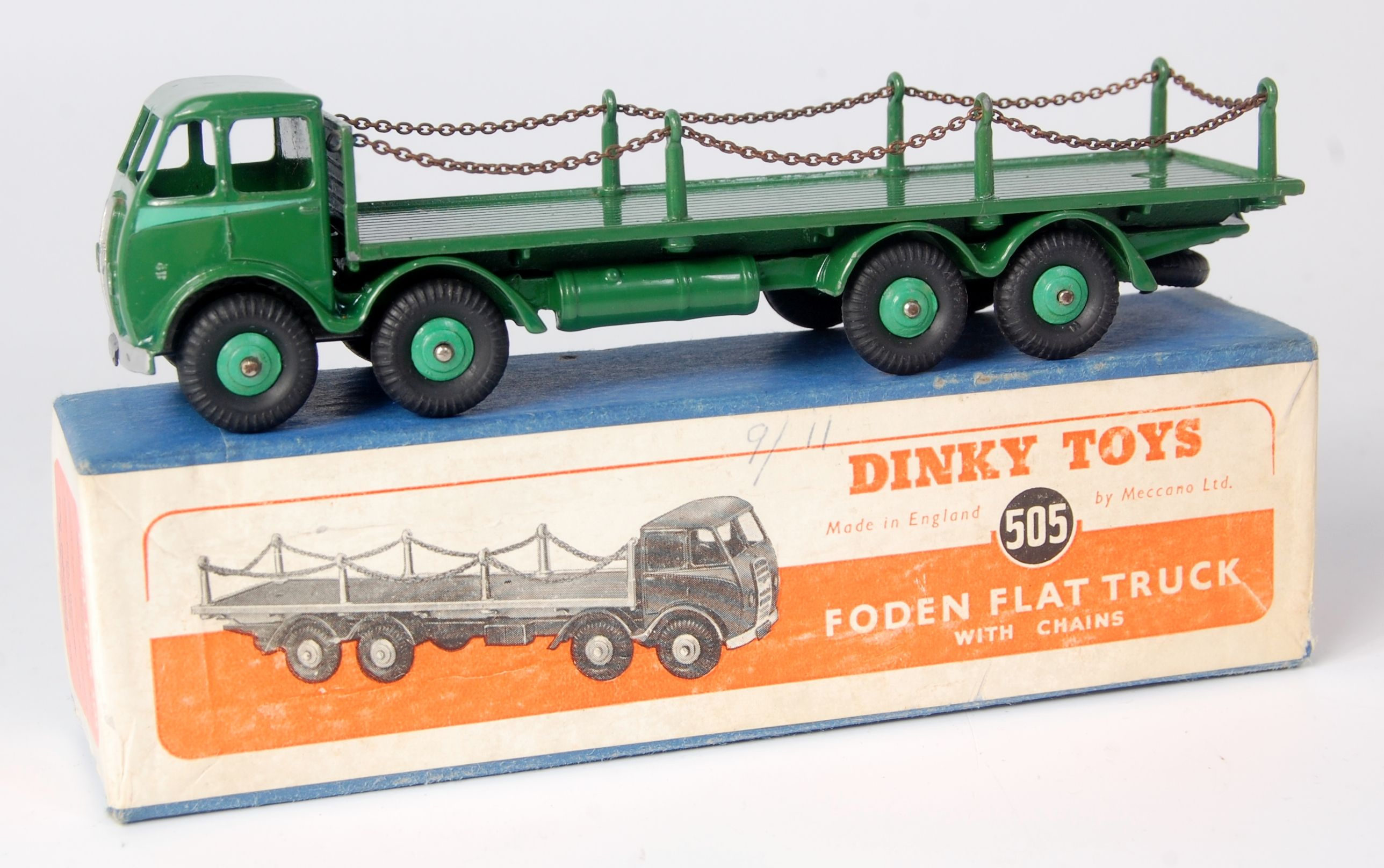 Lot 1946 - Dinky, 505 Foden flat truck with chains, 1st type cab, dark green cab, chassis and flatbed,