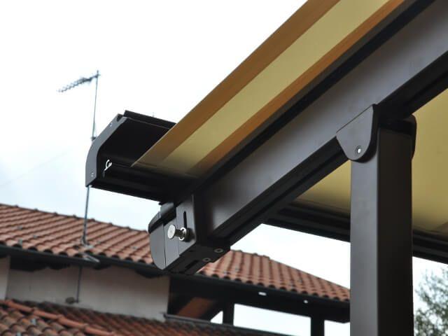 COBERTI Toldo horizontal para pérgola de aluminio en terraza de