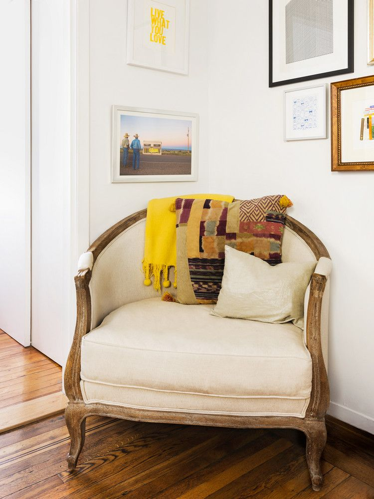 West Village Apartment Decorated With Craigslist Items Home Decor Apartment Decor Home