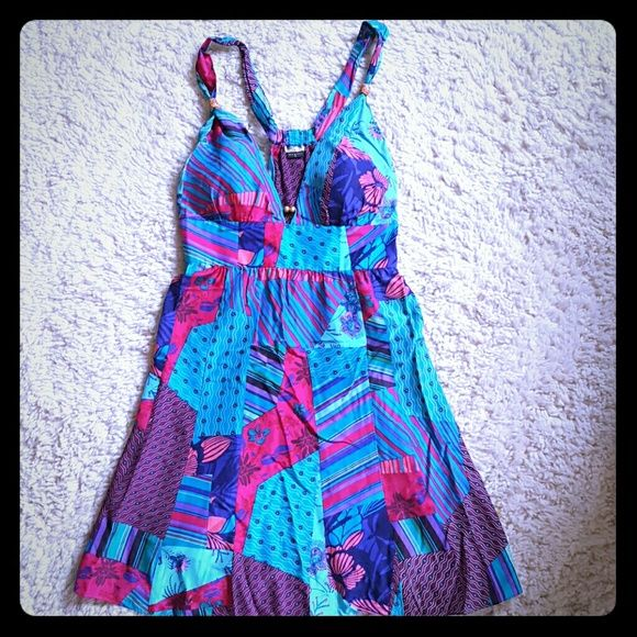 """Guess pattern dress Gorgeous Guess pattern dress. Zipper closure on the side. Very lightweight and comfortable. Worn once. Lined cups. Beautiful detail. Can dress up or dress down. Size 11.  From top of strap to bottom of dress is 36"""" Guess Dresses Midi"""
