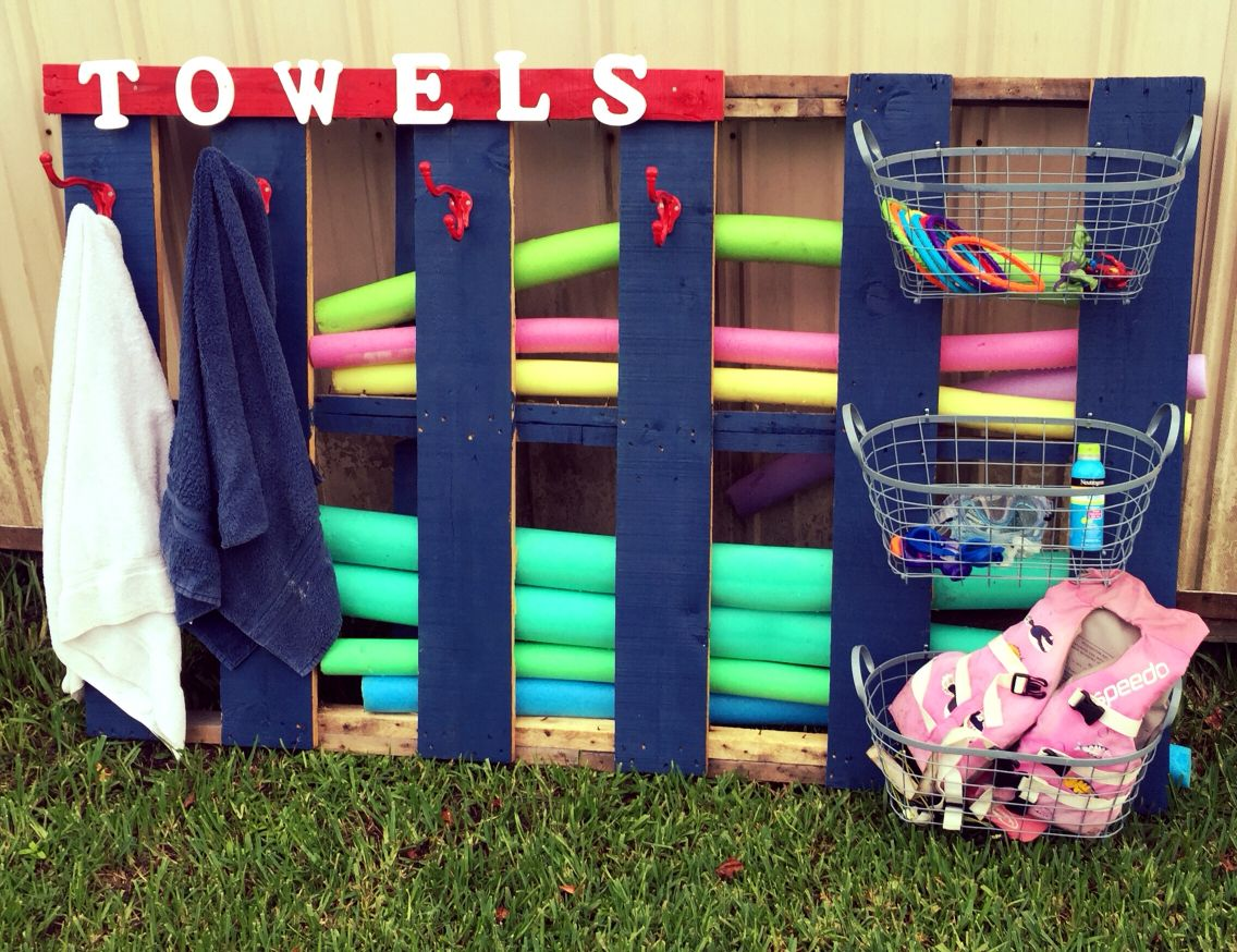 Pallet swimming pool storage for towels and toys. Use hooks ...
