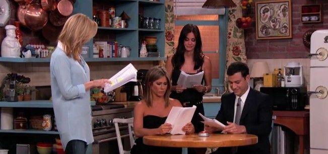 Jennifer Aniston, Courteney Cox et Lisa Kudrow reprennent leur rôle de Friends le temps d'un sketch chez Jimmy Kimmel.
