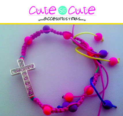Pulsera de cruz con piedritas incrustadas. #Color #Pulseras #Cute