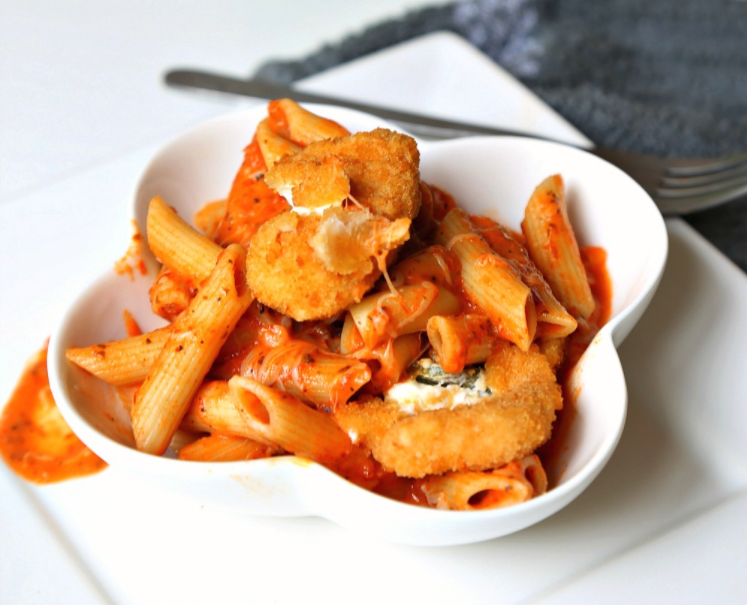 'Penne' for your thoughts? This perfectly Creamy Tomato Penne Pasta takes only 20 minutes from start to table and has a zesty surprise inside - Jalapeno Peppers! #FarmRich
