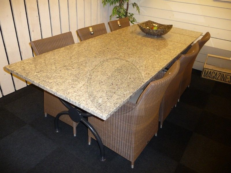 Granieten Tuintafel Met Stoelen.Granieten Tafel En Stoelen Tuintafels Hardsteen Tafel En Stoelen