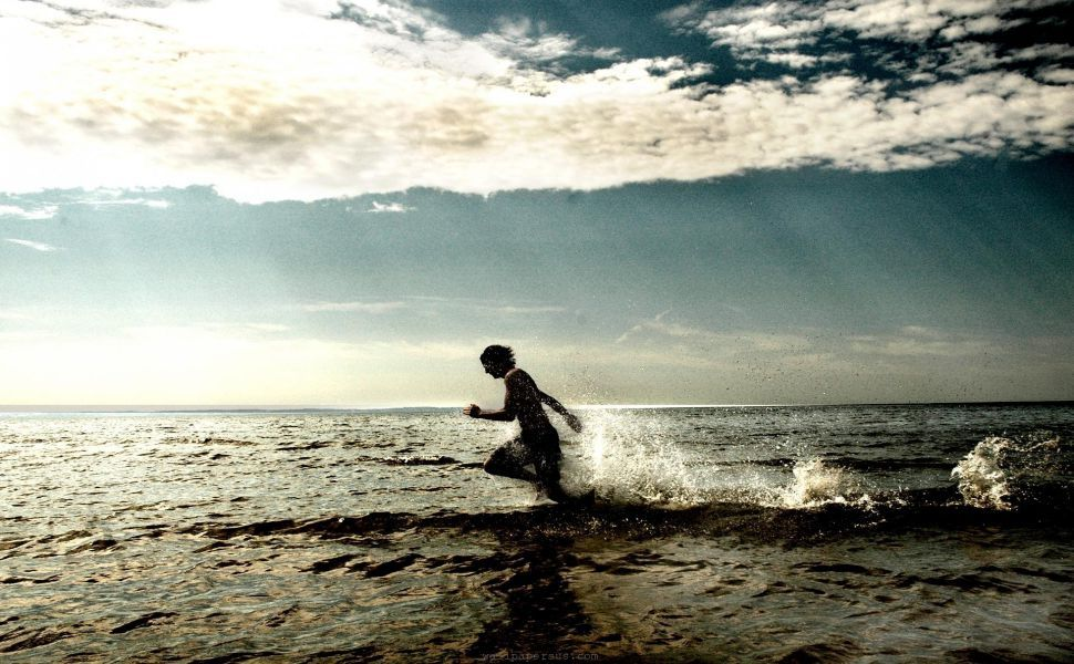 Running Man Hd Wallpaper Sunlight Photography Some Beautiful Pictures Running On The Beach