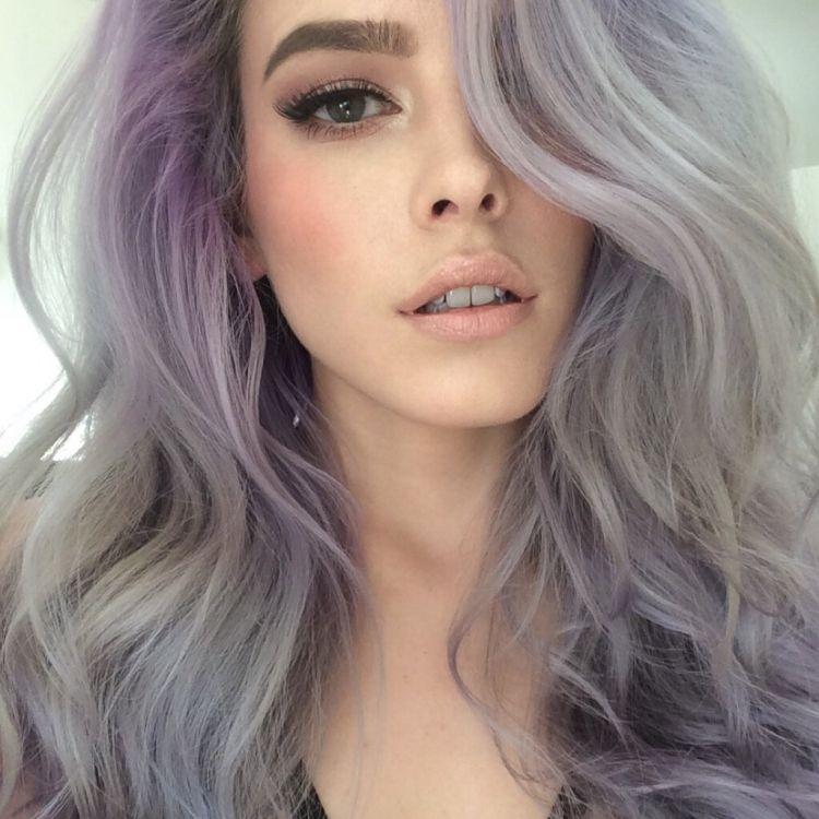 cheveux gris lila